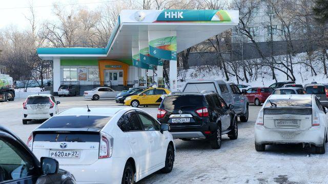 Автолюбители часами стоят в очередях на АЗС в Хабаровске