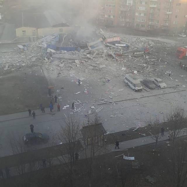 Мощный взрыв прогремел в здании супермаркета во Владикавказе