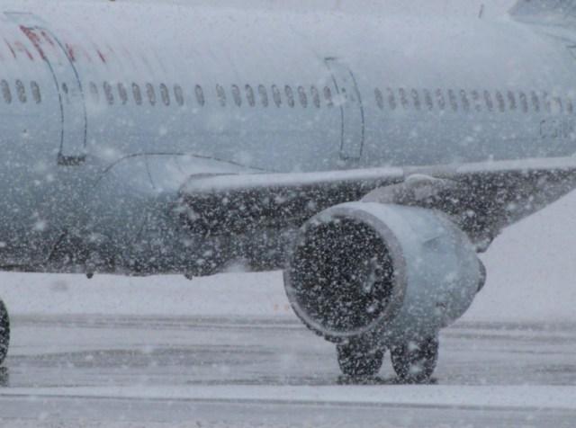 Сбои в работе краснодарского аэропорта произошли из-за снегопада