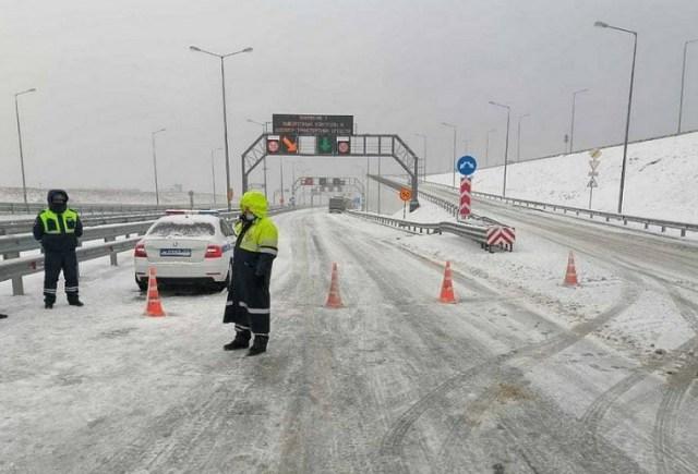Крымский мост закрыт на расчистку