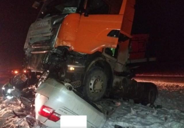На Ставрополье «лексус» попал под грузовик