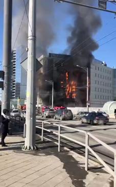 В Самаре загорелся торгово-офисный центр «Скала»