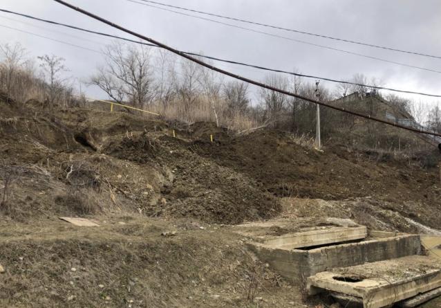 В Невинномысске устранили порыв трубопровода после оползня