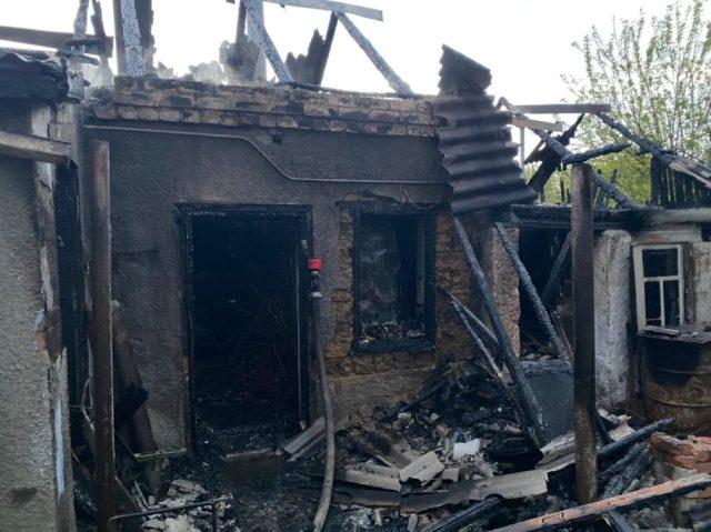 Проводится проверка после гибели двух человек при пожаре в Буденновском районе