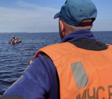 В Карелии опрокинулась лодка с отдыхающими