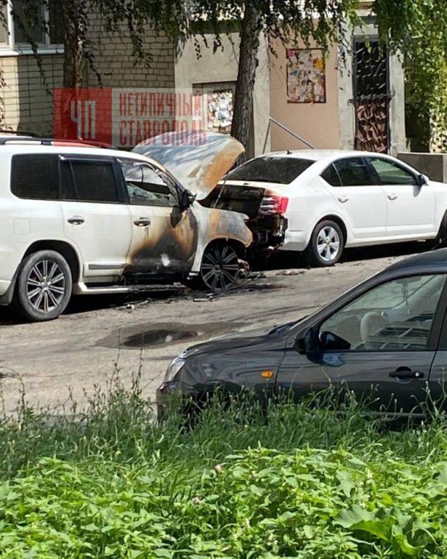 Автомобиль сгорел в центре Ставрополя