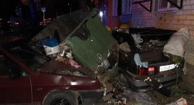 В Минводах водитель протаранил контейнеры с мусором