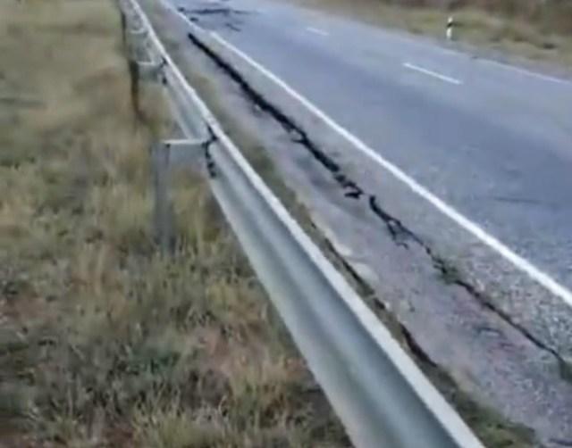 В Петровском округе «поползла» дорога от ливней