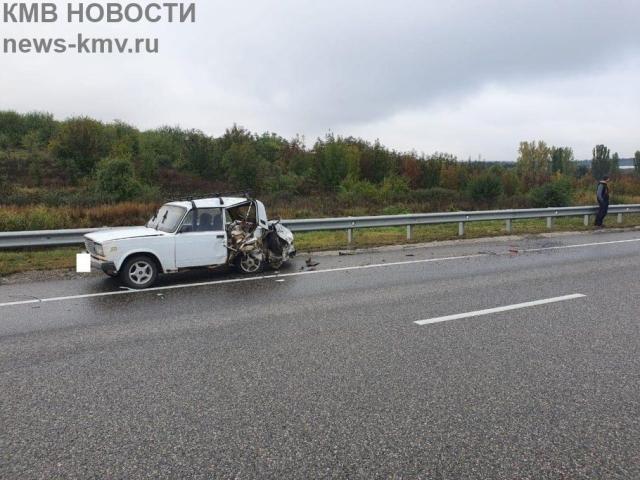 Грузовик въехал в неисправную легковушку на Ставрополье