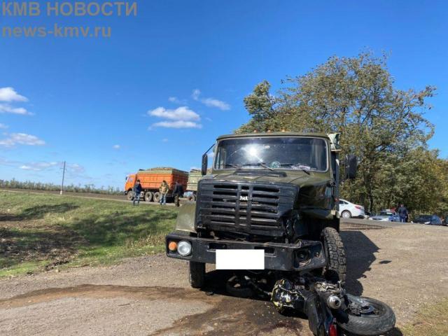 Двое ставропольчан погибли в аварии с грузовиком
