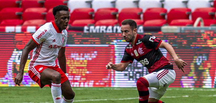 Everton Ribeiro e Moisés