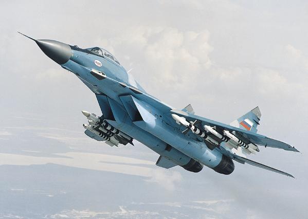 Arhiepiscopia Romanului primește de la MApN două MiG-uri