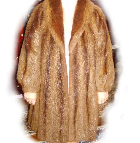 Vând haine de blană