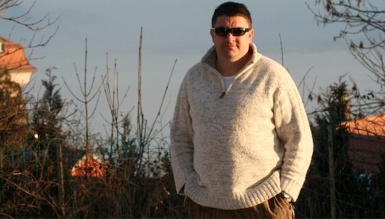 Un romașcan plecat în Anglia le spune românilor: Fugiți, fraților!