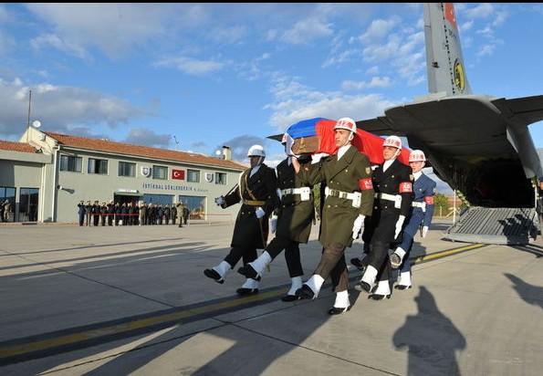 Тело пилота Су-24 с почестями вручили российской стороне