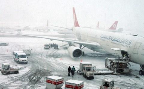 В Стамбул возвращаются снег и отмены рейсов