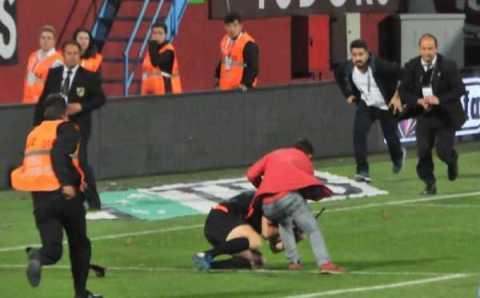 Фанат Трабзонспора избил судью прямо на поле