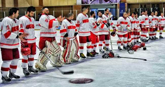Турция завоевала золото в хоккее