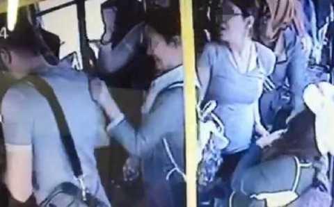 Женщины дали отпор извращенцу в автобусе