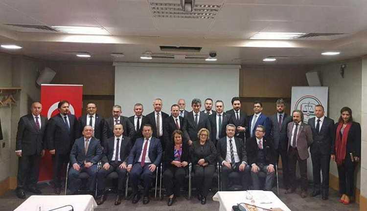 Адвокаты 18 провинций выступили против изменений Конституции