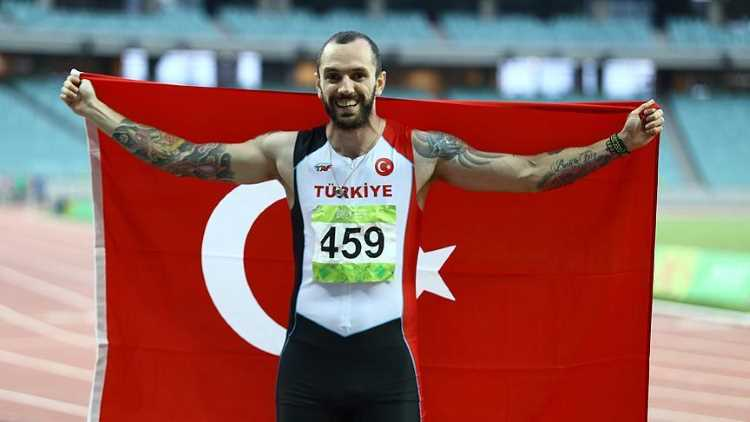 Гулиев выигрывает для Турции золото ЧМ