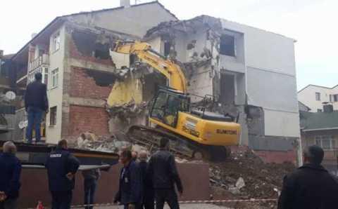 Ломать — не строить: рабочий снес стену жилого дома