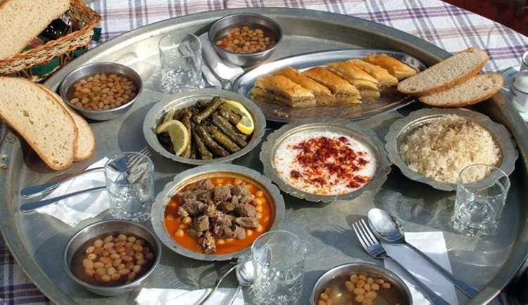 Что находится на домашнем столе в турецкой семье?