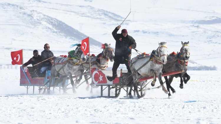 «Праздник зимы» на замерзшем озере в Турции