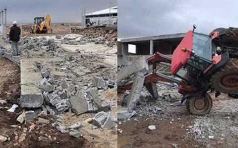 3 человека погибли при сносе фермы в Конье