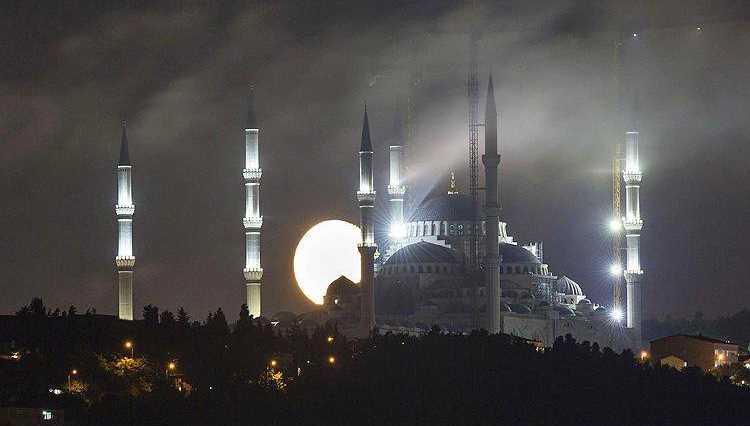 Мечеть Чамлыджа откроется в священный месяц Рамадан