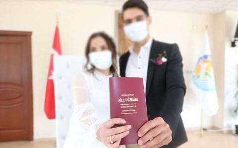 Бракосочетание в карантин: в масках и без танцев