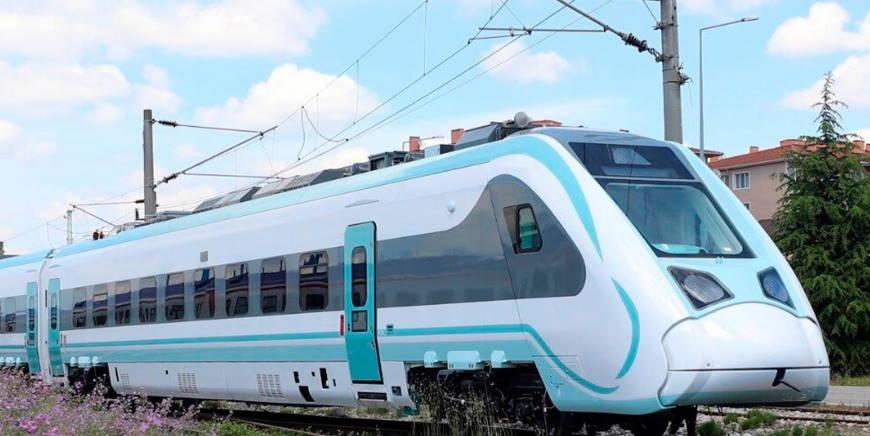 Министры представили первый турецкий электропоезд