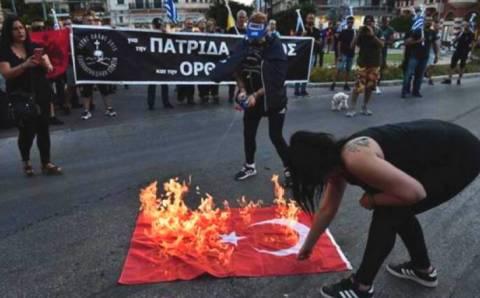 МИД отреагировал на сожжение турецкого флага в Греции