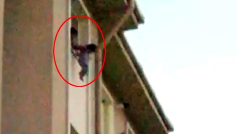 Полиция отобрала ребенка у матери после шокирующего случая