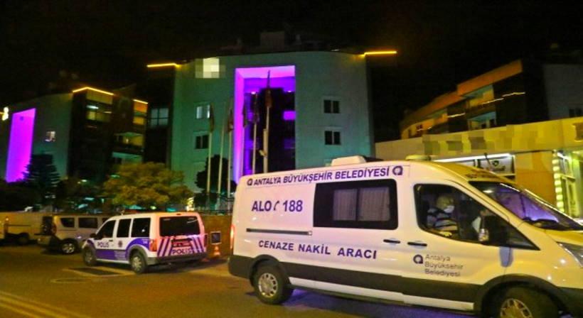 Школьницу из РФ изнасиловал официант турецкого отеля. Директор гостиницы винит саму девочку