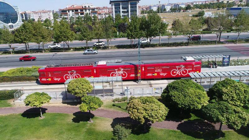 Первый в Турции трамвай для велосипедистов