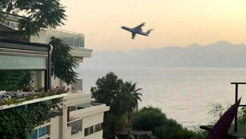 Российский самолет напугал жителей Анталии