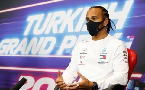 Квалификация F1: Хэмилтон ставит рекорд, но теряет 10 позиций