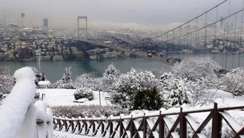 Грозы по всей Турции и снегопад в Стамбуле