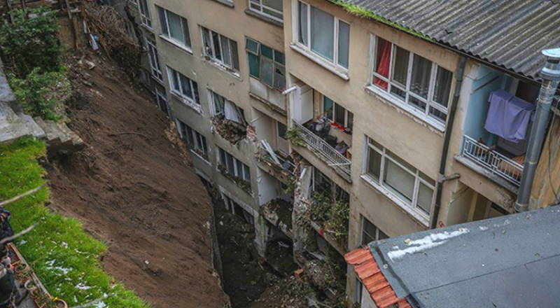 7 зданий эвакуировали из-за обвала грунта