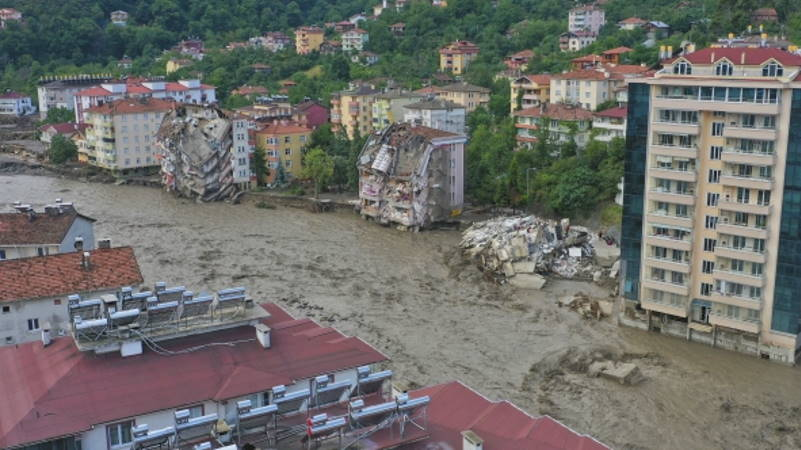 Число жертв стихии на севере Турции выросло до 27
