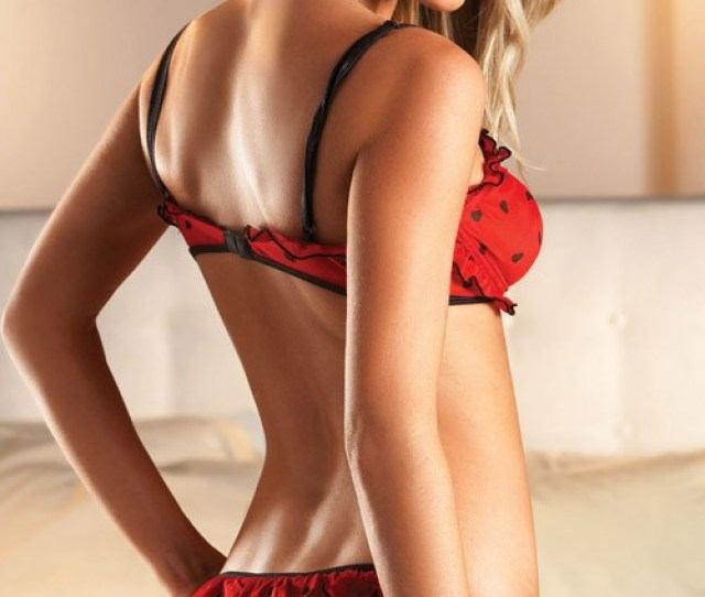 Sara Jean Underwood Eyes Hottest Woman Title