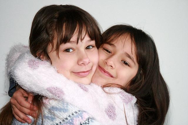 sisters-1157532_640