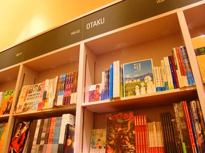 於杜拜當地紀伊國屋書店的OTAKU相關書籍區。