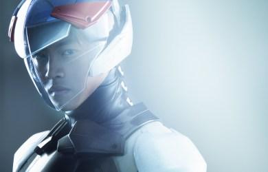 近期在日本紅透半邊天的松坂桃李,於片中飾演隊長鐵雄