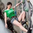Xbox天使巧怡攀上TITAN巨型攀岩牆
