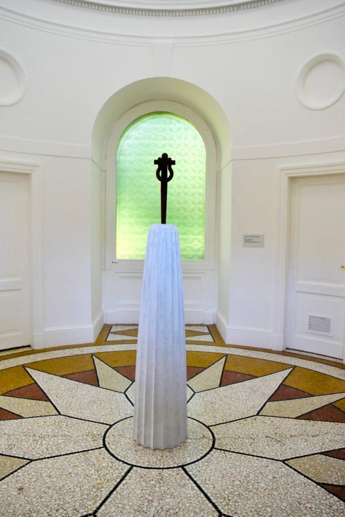 Venice Biennale 2019 Partin Puryear, A Column for Sally Hemings (2019). Image courtesy Ben Davis.