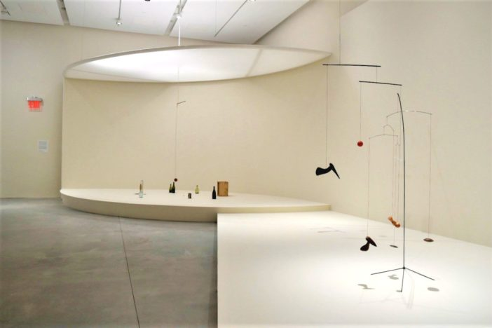 """Calder: Small Sphere and Heavy Sphere"" na nova Pace Gallery"