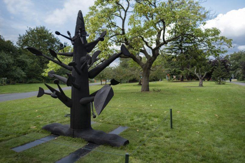 Ibrahim El-Salahi, Meditation Tree (2018), presented by Vigo Gallery. Frieze Sculpture 2021. Photo by Linda Nylind. Courtesy of Linda Nylind/Frieze.