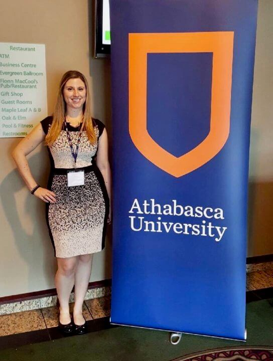 image of valedictorian lisa gray next to AU banner